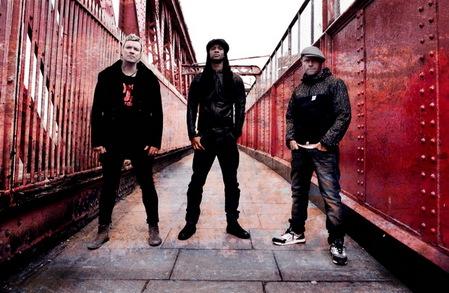 The Prodigy выложили в интернете заглавную песню из нового альбома